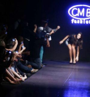 Bruna Marquezine se desequilibra e quase cai na passarela em desfile