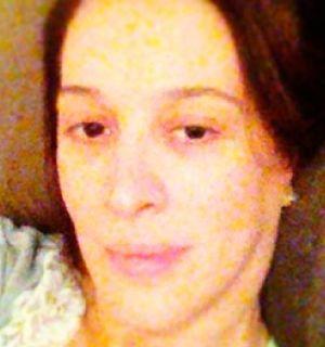 Sem maquiagem, Claudia Raia comemora primeira noite de férias