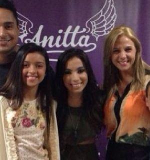 Carla Perez e Xandy levam os filhos para ver show de Anitta no Rio de Janeiro