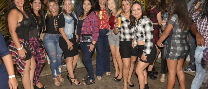 """4ª edição do """"Arraiá dos Amigos da Saúde"""" lota o BNB Club em Penedo"""