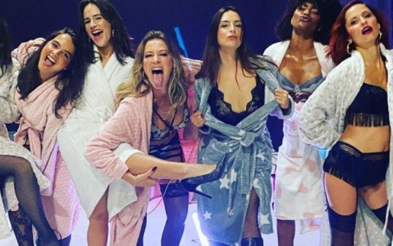 Luana Piovani posa de lingerie com colegas em gravação de série portuguesa