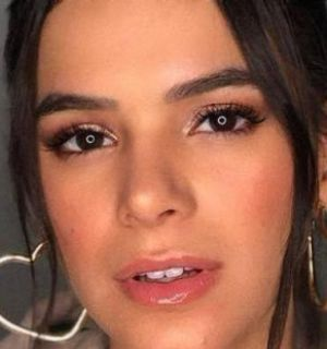 Bruna Marquezine 'invade' produções da Netflix em teaser
