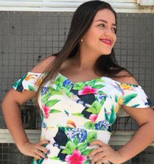 Vanessa Barbosa comemora mais uma primavera neste sábado, 21 de agosto