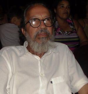 Ex-secretário de cultura de Penedo prestigia lançamento de livro