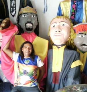 """""""Tadeu e seus bonecos"""" se preparam para mais um carnaval"""
